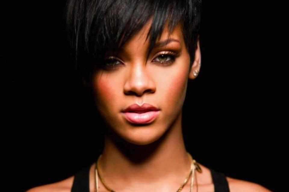RihannaTheBritAwards2015