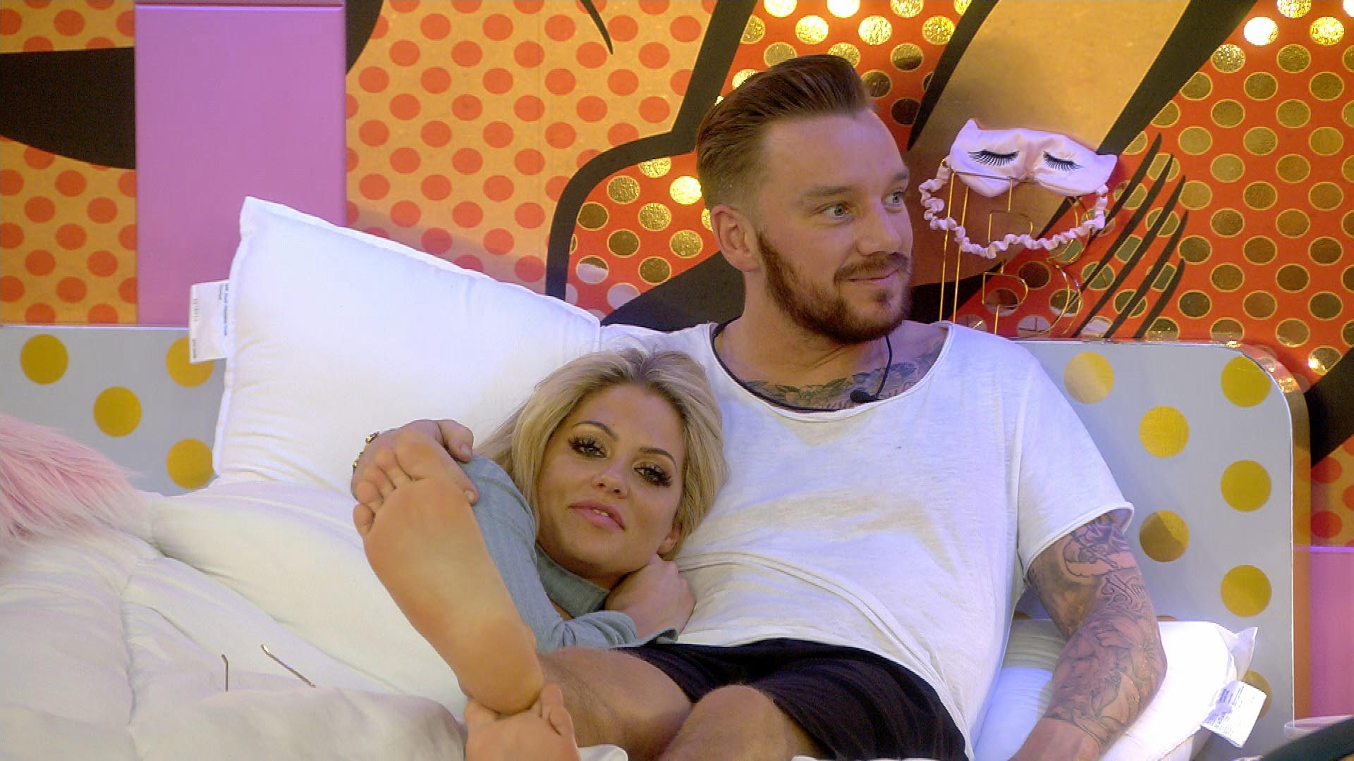 Jamie O'Hara almost had SEX with Bianca Gascoigne in Celebrity Big Brother toilets! | Celebrity Big Brother 2017 | TwitCelebGossip