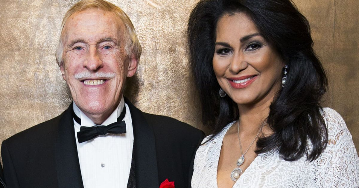 Sir Bruce Forsyth: Veteran entertainer dies 'peacefully at home' aged 89
