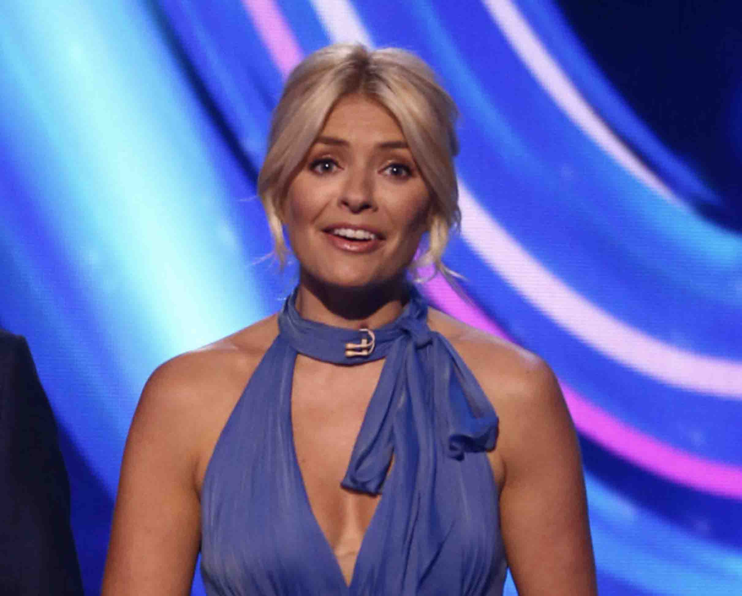 dancing on ice host holly willoughby stuffs handwarmers