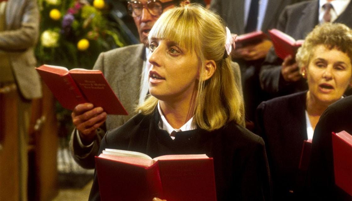 emma chambers 53 died of �suspected heart attack